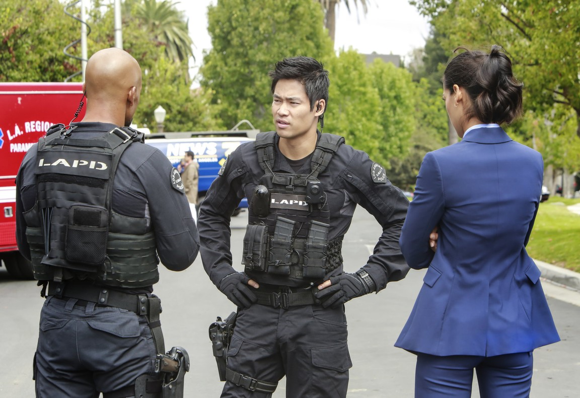 S.W.A.T. - Season 1 Episode 05: Imposters