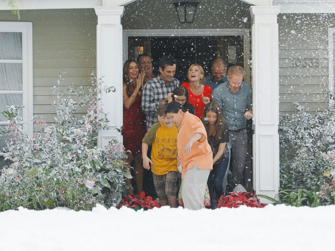 Modern Family - Season 3 Episode 10: Express Christmas