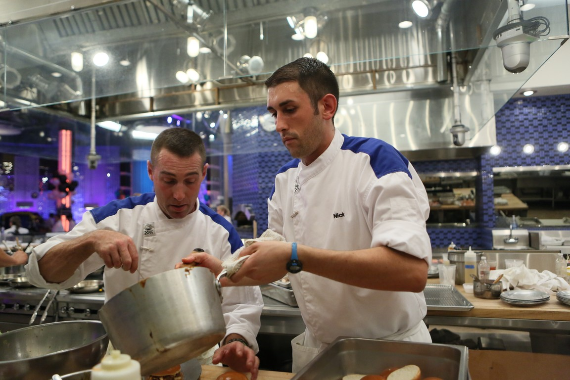 Hell's Kitchen - Season 14 Episode 10: 8 Chefs Compete