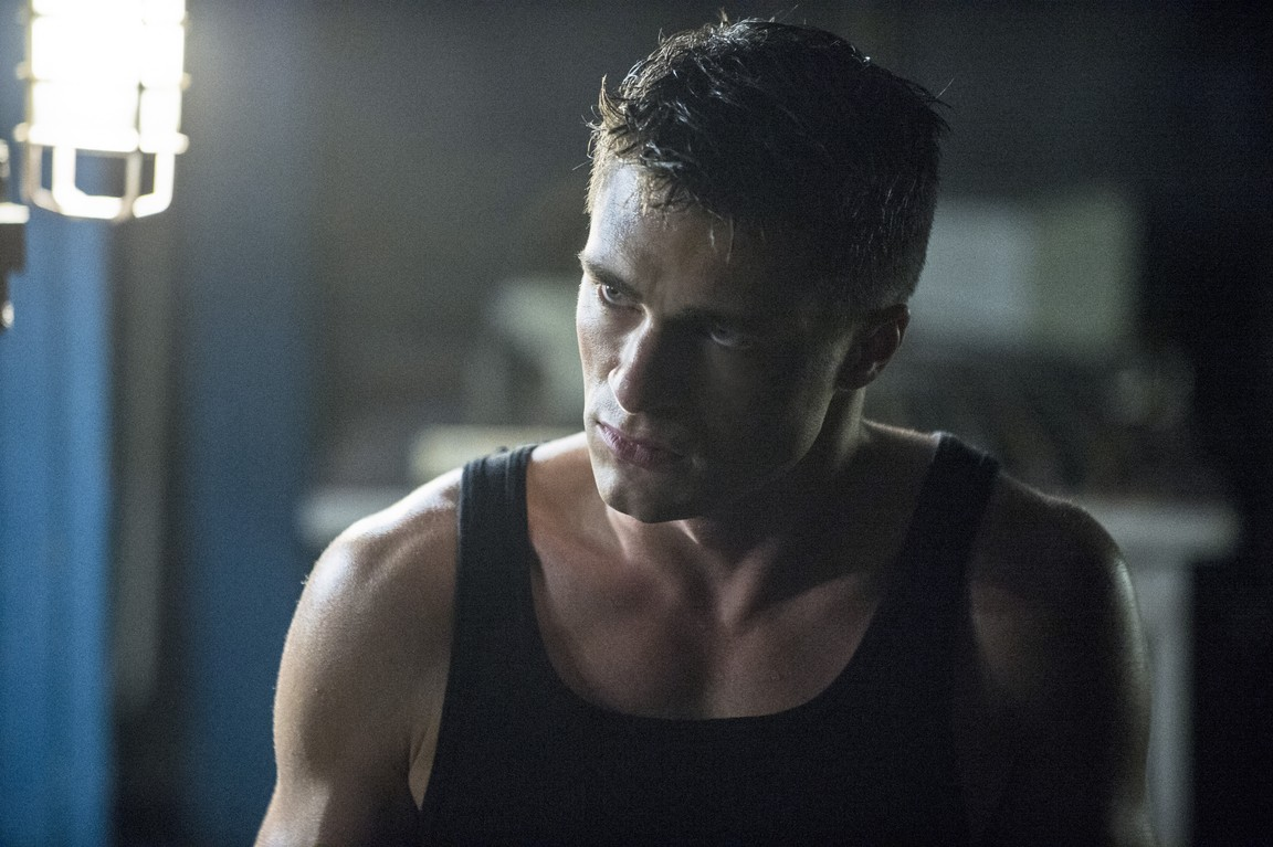 Arrow - Season 2 Episode 09: Three Ghosts