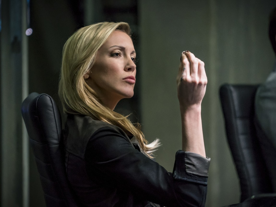 Arrow - Season 6 Episode 10: Divided