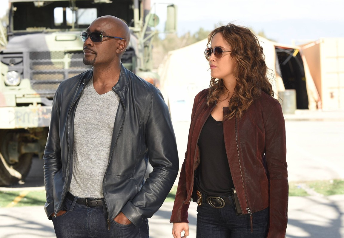 Rosewood - Season 2 Episode 19: Naegleria & Neighborhood Watch