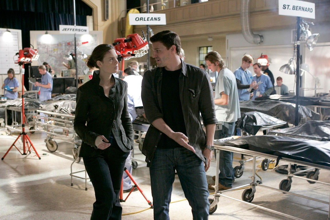 Bones - Season 1 Episode 19: The man in the morgue