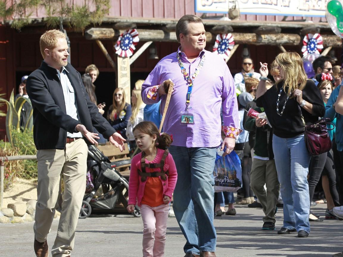 Modern Family - Season 3 Episode 22: Disneyland