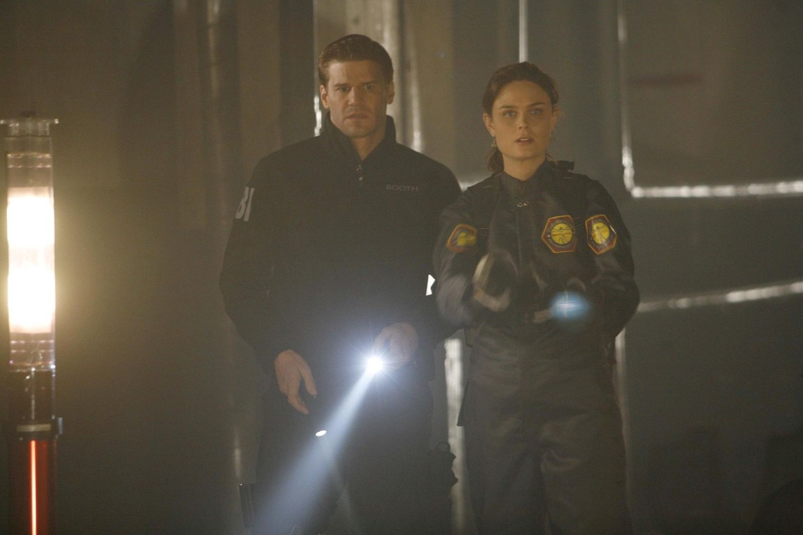 Bones - Season 1 Episode 16: The woman in the tunnel