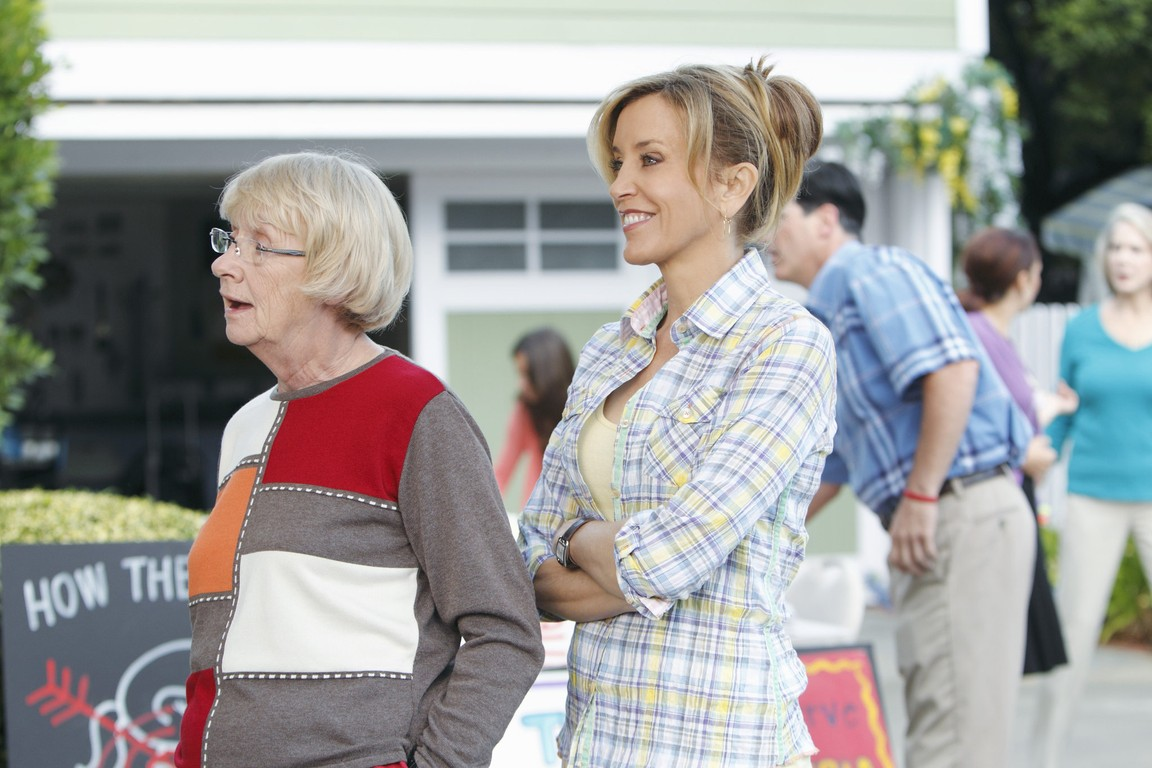 Desperate Housewives - Season 7 Episode 10: Down The Block There's a Riot