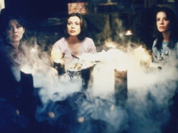 Charmed - Season 1 Episode 9: The Witch Is Back