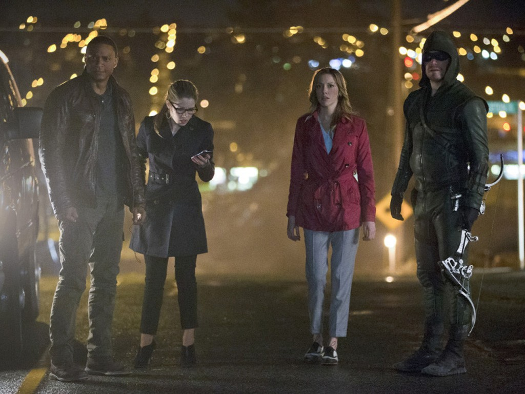 Arrow - Season 2 Episode 22: Streets of Fire