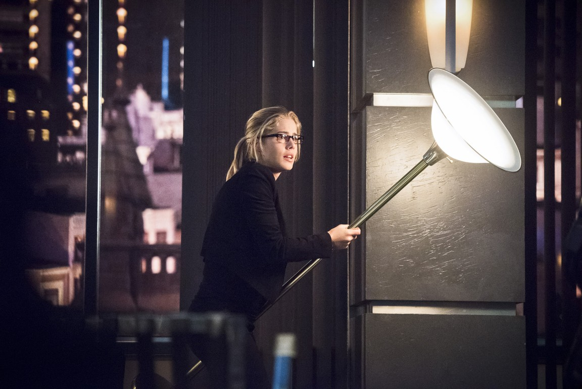 Arrow - Season 4 Episode 18: Eleven-Fifty-Nine