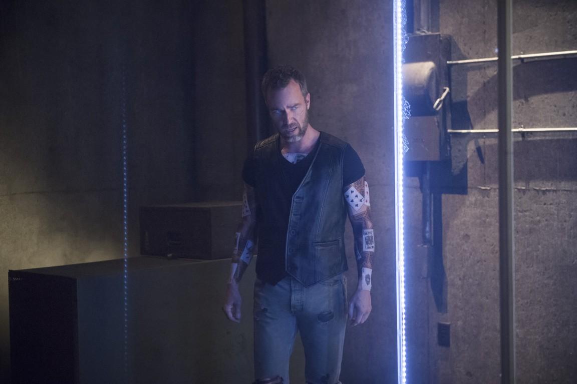 Arrow - Season 4 Episode 03: Restoration