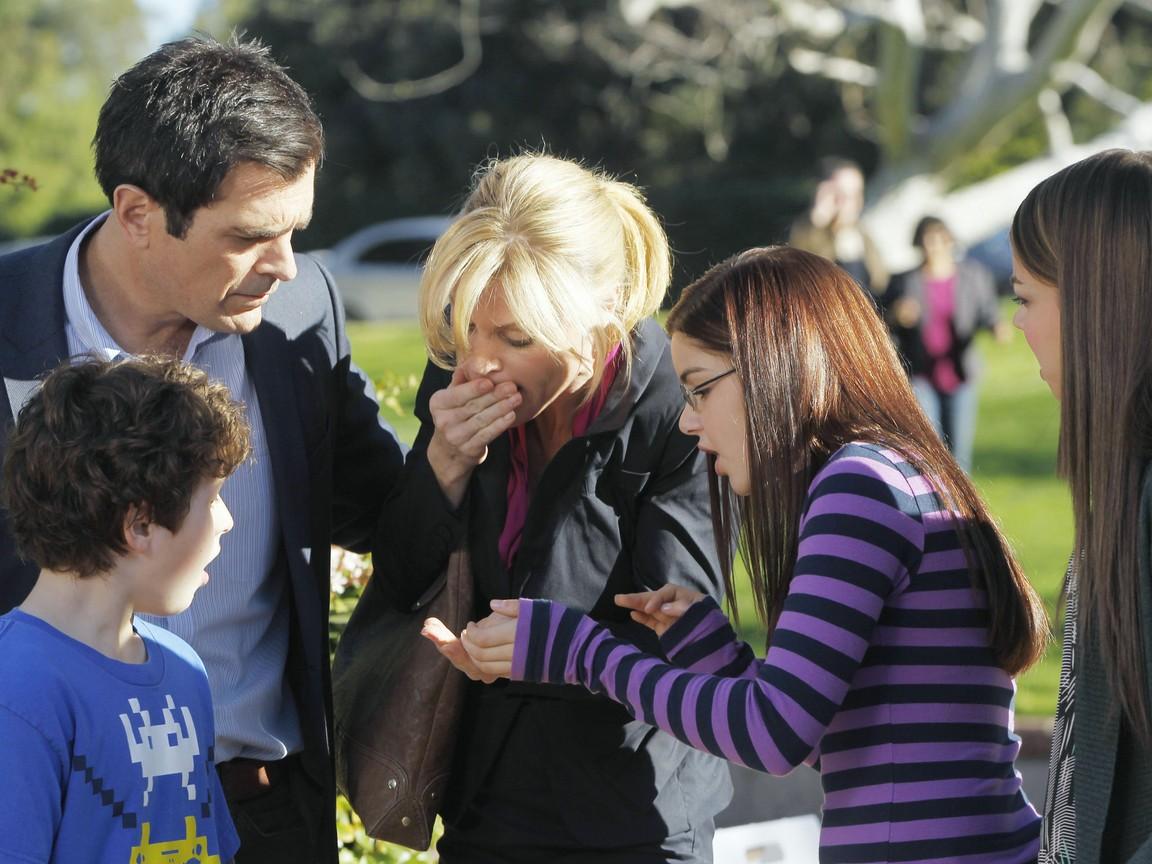 Modern Family - Season 3 Episode 19: Election Day