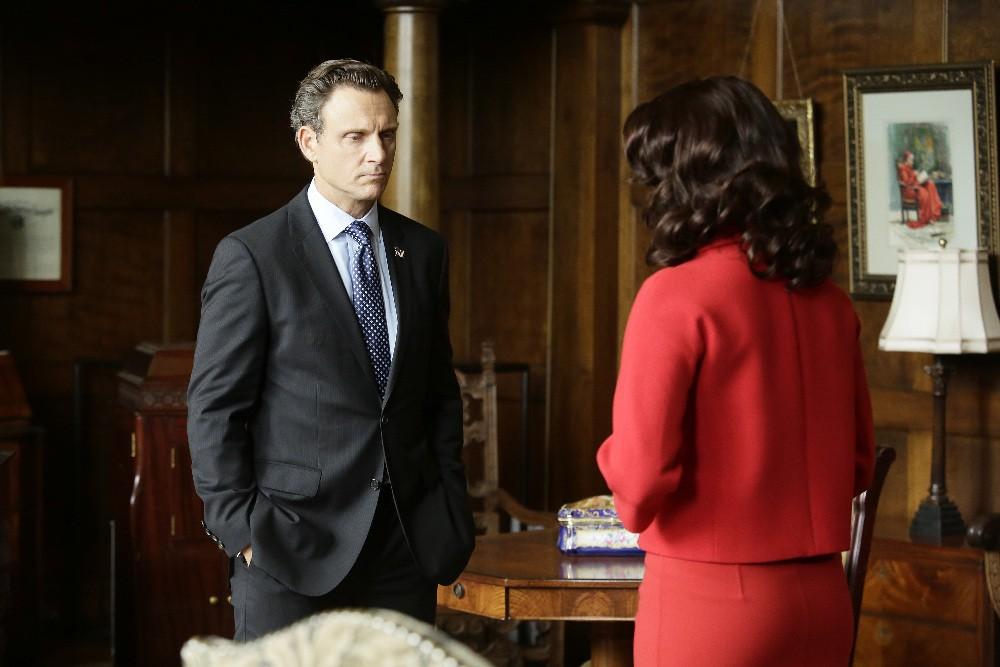 Scandal - Season 5 Episode 01: Heavy Is the Head