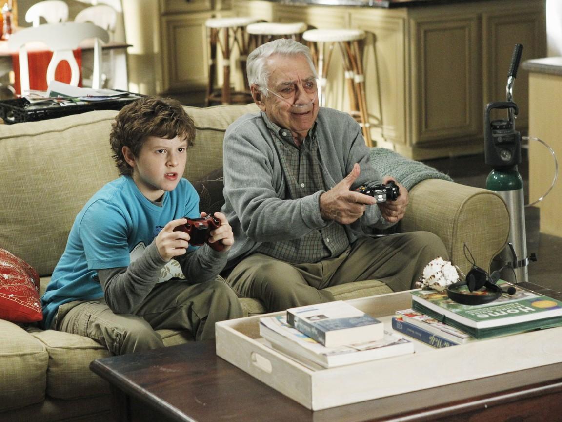 Modern Family - Season 3 Episode 11: Lifetime Supply