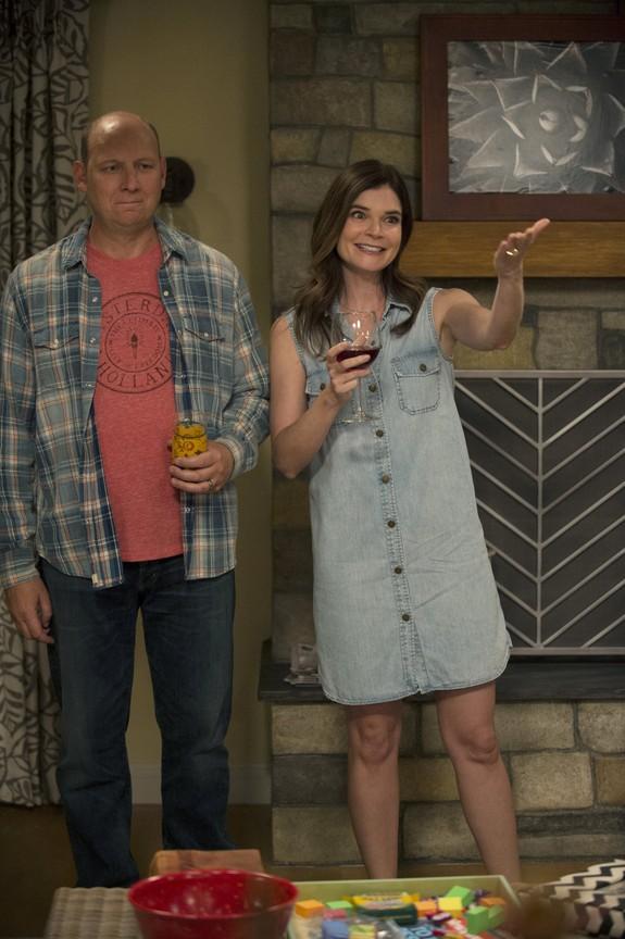 Life in Pieces - Season 1 Episode 05: Babe Secret Phone Germs