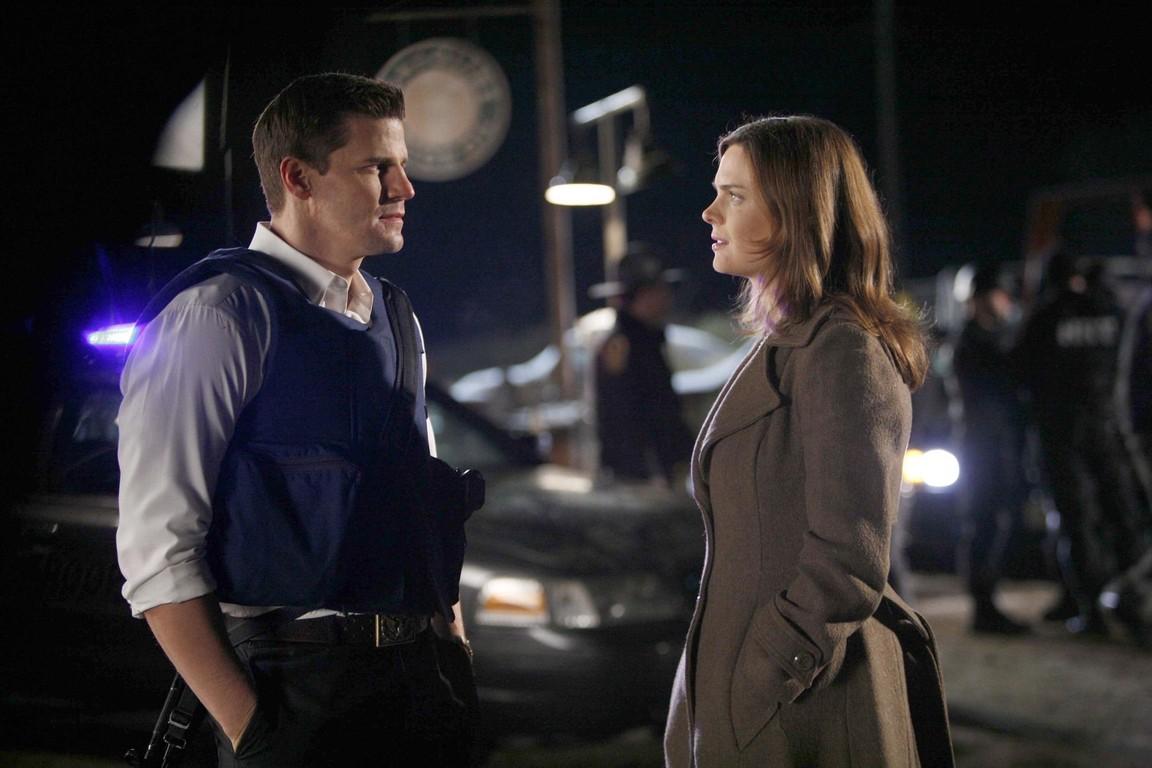Bones - Season 1 Episode 11: The woman in the car