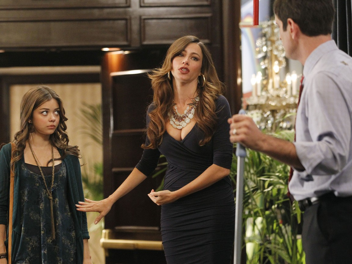 Modern Family - Season 3 Episode 12: Egg Drop