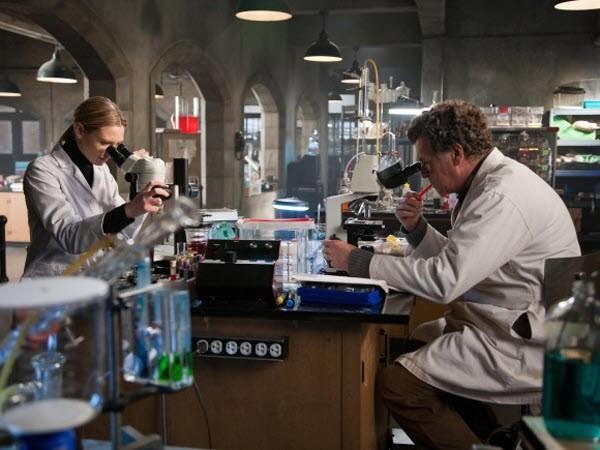 Fringe - Season 3 Episode 17: Stowaway