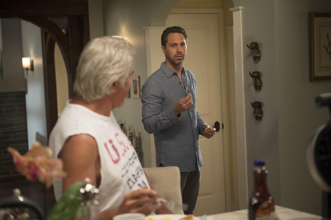Life in Pieces - Season 1 Episode 02: Interruptus Date Breast Movin'