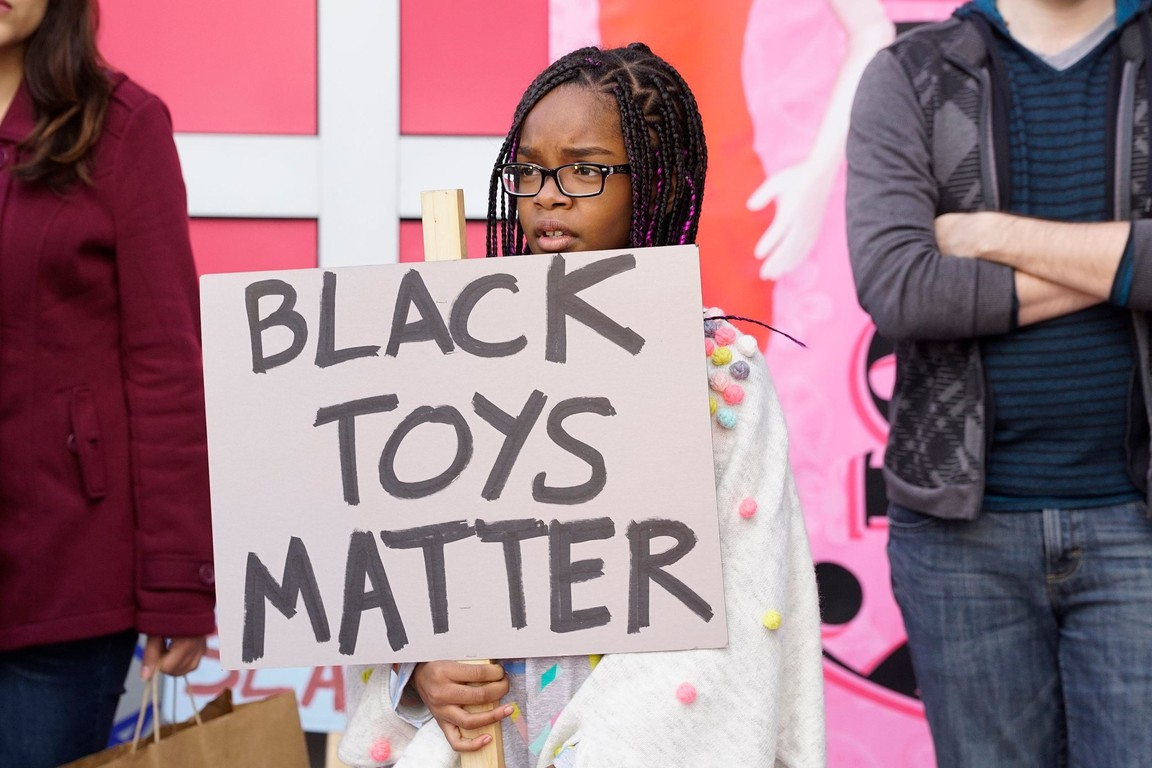 Black-ish - Season 3 Episode 17: ToysRn'tUs