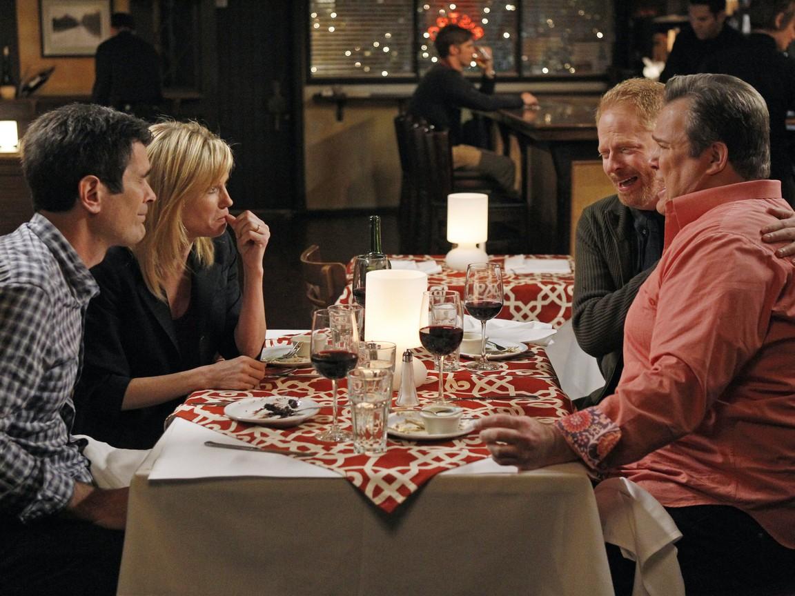 Modern Family - Season 3 Episode 15: Aunt Mommy