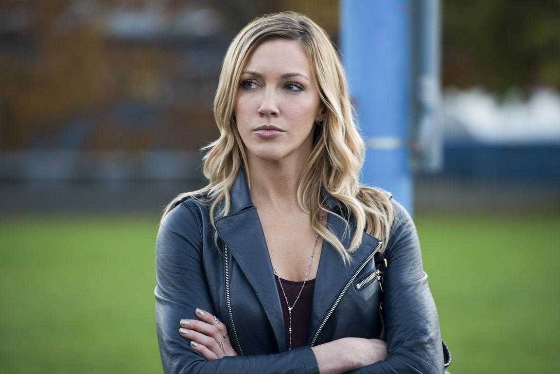 Arrow - Season 4 Episode 09: Dark Waters