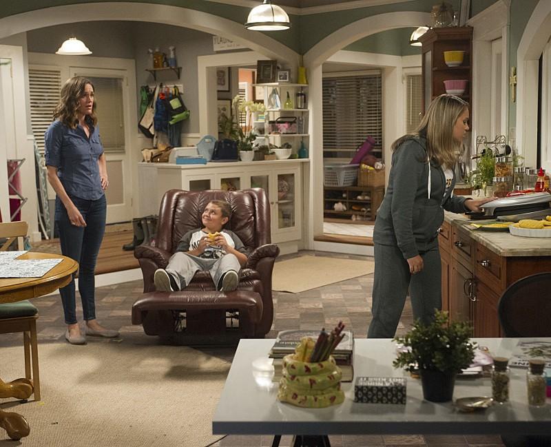 Kevin Can Wait - Season 1 Episode 02: Sleep Disorder