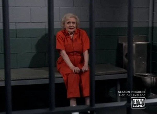 Hot in Cleveland - Season 2 Episode 01: Free Elka