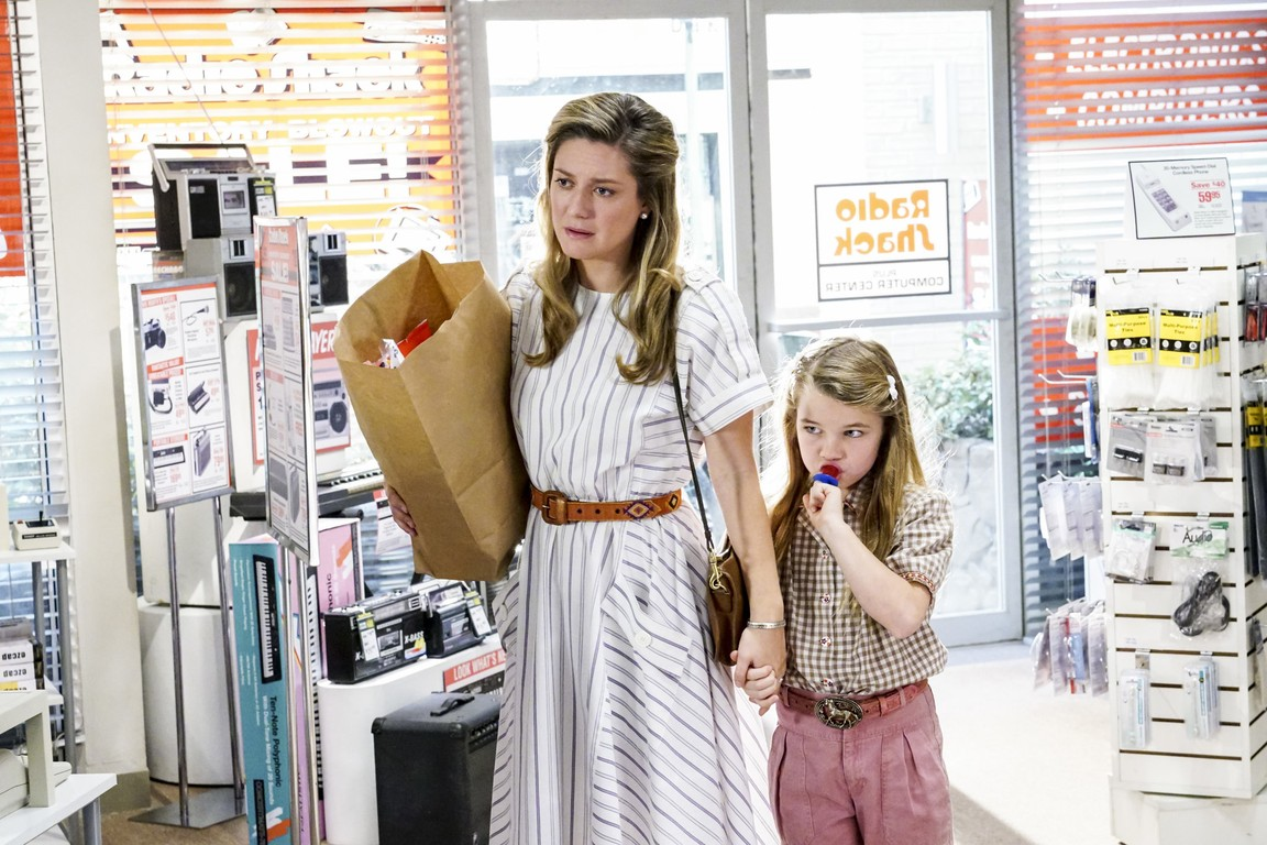 Young Sheldon - Season 1 Episode 12: A Computer, a Plastic Pony, and a Case of Beer