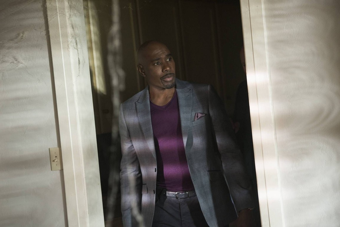 Rosewood - Season 2 Episode 13: Puffer Fish & Personal History