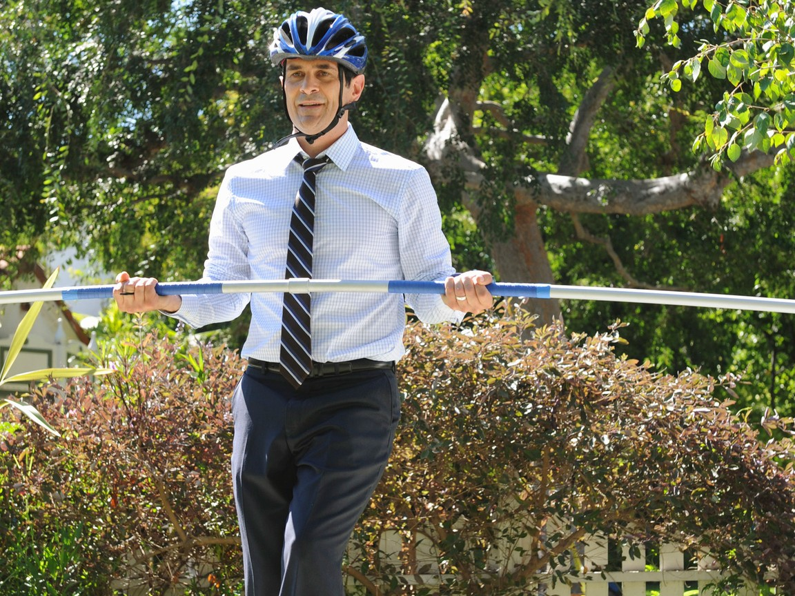 Modern Family - Season 3 Episode 03: Phil On Wire