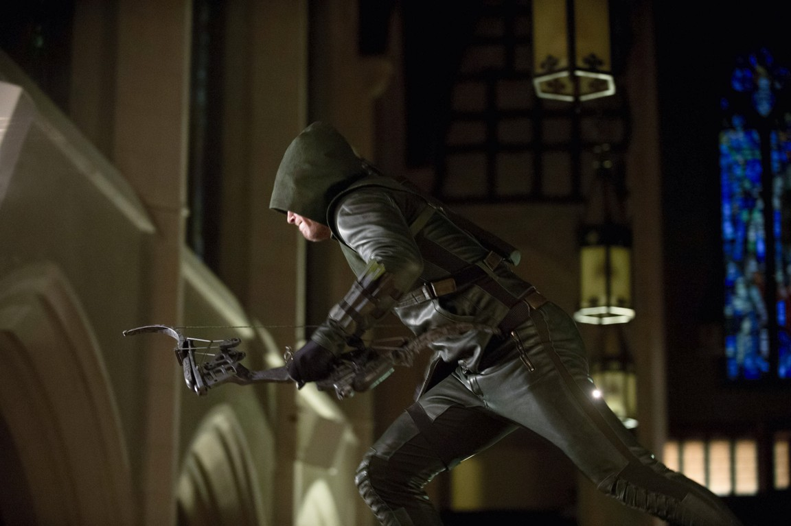 Arrow - Season 2 Episode 01: City of Heroes