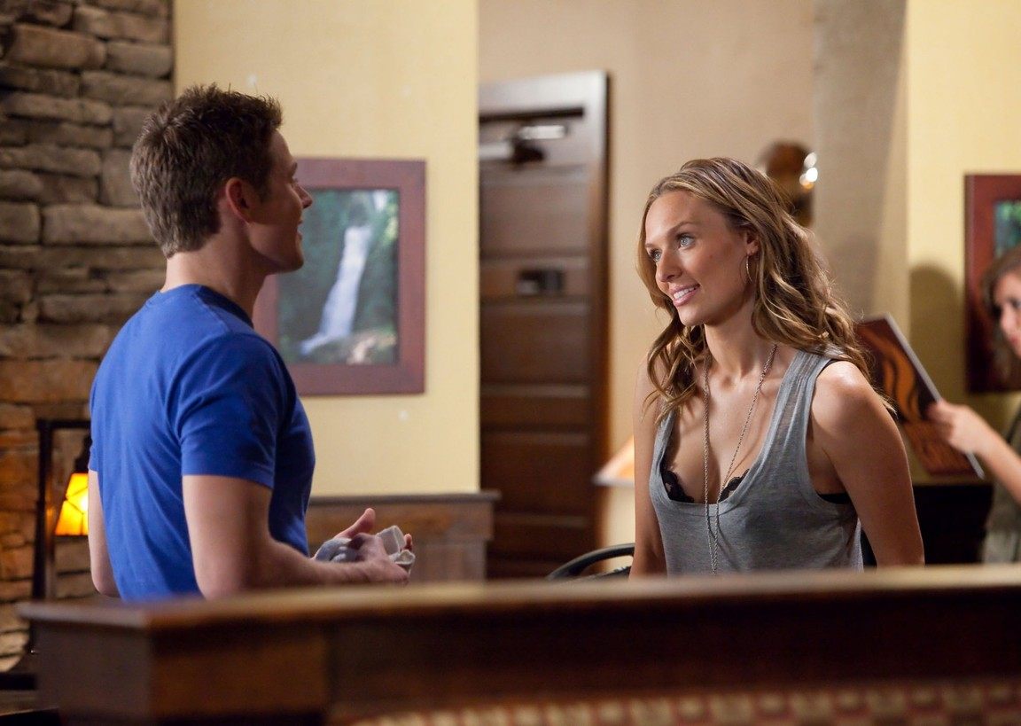 The Vampire Diaries - Season 2 Episode 11: By the Light of the Moon