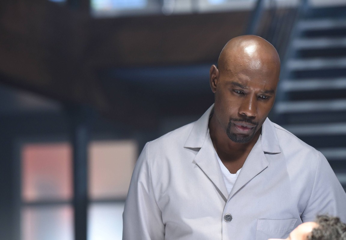 Rosewood - Season 2 Episode 01: Forward Motion and Frat Life