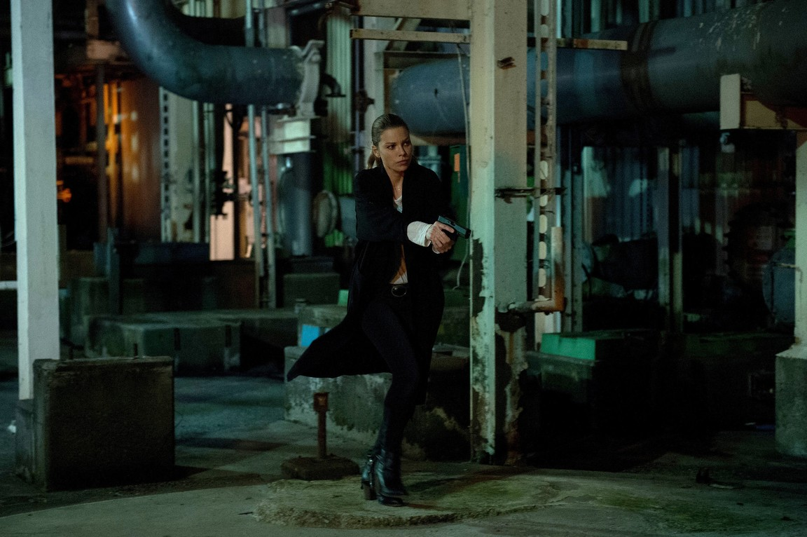 Lucifer - Season 1 Episode 04: Manly Whatnots